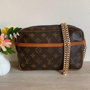 Authentic Louis Vuitton clutch crossbody ❤️